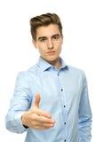 Homem que estende sua mão para um aperto de mão Fotografia de Stock Royalty Free
