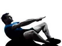 Homem que exercita a postura da aptidão do exercício fotografia de stock royalty free