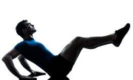 Homem que exercita a postura da aptidão do exercício fotografia de stock