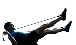 Homem que exercita a silhueta da postura da aptidão do exercício do gymstick fotos de stock royalty free