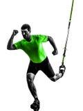Homem que exercita a silhueta do trx do treinamento da suspensão Imagens de Stock Royalty Free