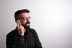 Homem que fala no telefone imagem de stock