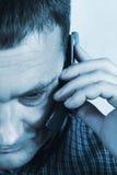 Homem que fala no telefone de pilha Foto de Stock