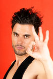Homem que faz o gesto aprovado Foto de Stock