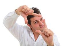 Homem que faz o quadro com seus dedos Imagens de Stock Royalty Free