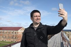 Homem que faz o selfie Imagem de Stock Royalty Free