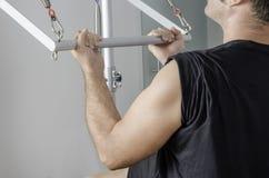Homem que faz pilates em cadillac Foto de Stock