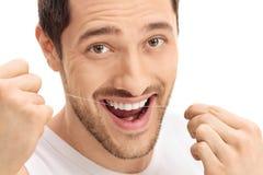 Homem que flossing seus dentes imagens de stock royalty free