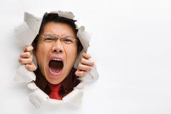 Homem que grita do furo na parede imagens de stock royalty free