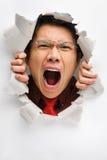 Homem que grita do furo na parede Fotos de Stock