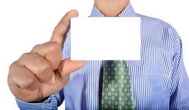 Homem que guarda o cartão Imagem de Stock