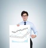 Homem que guarda o cartaz com setas Fotografia de Stock
