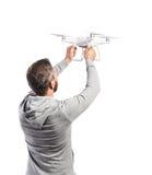 Homem que guarda o zangão Estúdio disparado no fundo branco, isolado Fotografia de Stock Royalty Free
