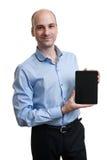 Homem que guarda a tabuleta de Digitas fotografia de stock royalty free