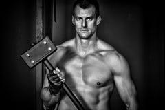 Homem que guarda um crossfit do martelo Imagens de Stock Royalty Free