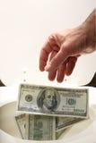 Homem que joga afastado o dinheiro Fotografia de Stock