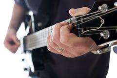 Homem que joga a guitarra Fotos de Stock Royalty Free