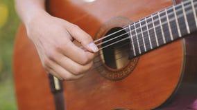 Homem que joga a guitarra filme