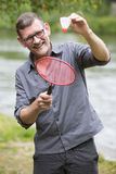 Homem que joga o badminton Fotografia de Stock
