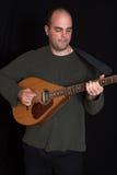 Homem que joga o guitare Imagens de Stock