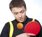 Homem que joga o pong do sibilo Foto de Stock Royalty Free