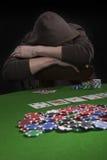 Homem que joga o póquer Fotos de Stock