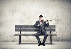 Homem que joga o violino Fotos de Stock Royalty Free