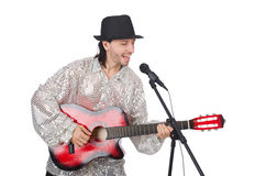 Homem que jogam a guitarra e canto isolado Foto de Stock