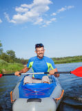 Homem que Kayaking Fotografia de Stock Royalty Free