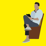 homem que lê o móbil Imagem de Stock