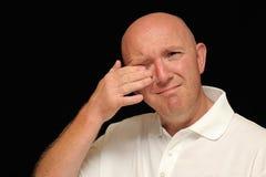 Homem que limpa o rasgo do olho Imagens de Stock Royalty Free