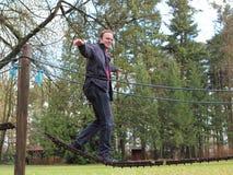 Homem que mantém o equilíbrio Fotos de Stock Royalty Free