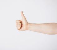 Homem que mostra os polegares acima Foto de Stock