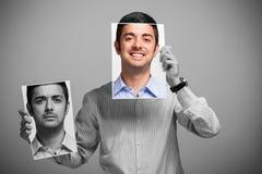 Homem que muda seu humor foto de stock