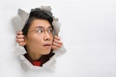 Homem que olha afastado a seu lado esquerdo Fotografia de Stock