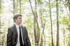 Homem que pensa nas madeiras Fotografia de Stock Royalty Free