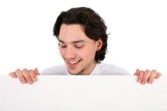 Homem que prende o poster em branco Foto de Stock