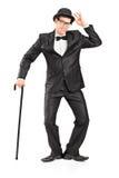 Homem que prende um bastão e gesticular Fotos de Stock Royalty Free