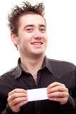 Homem que prende um cartão Fotografia de Stock Royalty Free