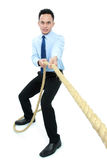 Homem que puxa uma corda imagens de stock royalty free