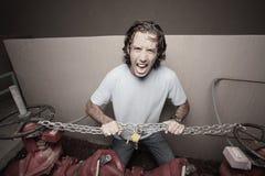 Homem que quebra as correntes Foto de Stock