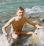 Homem que refrigera para baixo no rio mais lussier Imagens de Stock