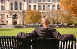 Homem que relaxa fotos de stock royalty free