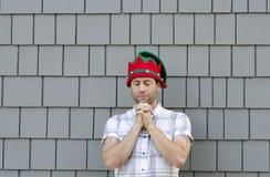 Homem que reza no espírito do Natal Fotografia de Stock