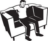 Homem que senta-se na cadeira do sofá ilustração do vetor
