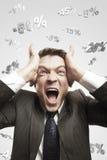 Homem que shouting ruidosamente sob sinais de por cento de queda Foto de Stock