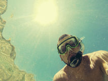 Homem que snorkeling Imagens de Stock Royalty Free