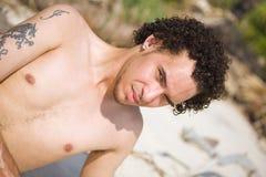 Homem que sorri ao ar livre Fotos de Stock Royalty Free