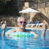 Homem que tem o divertimento em férias Foto de Stock
