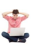 Homem que tem o problema com seu portátil Imagem de Stock Royalty Free